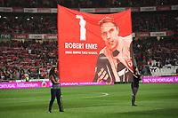 20091122:  LISBON, PORTUGAL - SL Benfica vs Guimaraes: Portuguese Cup 2009/2010. In picture: Benfica pay homage to former goalkeeper Robert Enke, who died two weeks ago. PHOTO: Carlos Rodrigues/CITYFILES