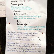 Plaats mishandeling Mw. Wiessenekker Kombuis, gedicht aan boom