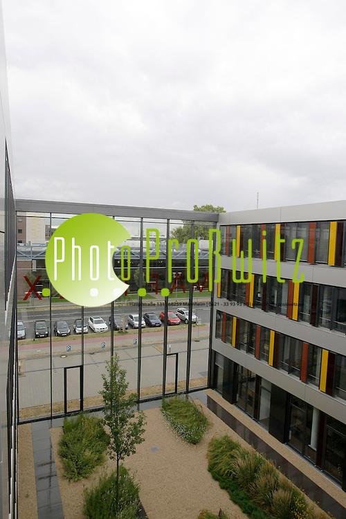 Mannheim. Mafinex. Seit 1985 f&circ;rdert die Stadt Mannheim erfolgreich Existenzgr&cedil;ndungen auf dem Technologie- und IT-Sektor bei der Verwirklichung ihrer Gesch&permil;ftsidee. Viele Unternehmen, die neue, zukunftsorientierte Produkte und Verfahrensideen aber auch innovative Dienstleistungen entwickeln und vermarkten, haben durch MAFINEX den Weg aus der Gr&cedil;ndungsphase in die Etablierung am Markt geschafft, viele sogar in die Expansion.<br /> Bild: Markus Proflwitz / masterpress /   *** Local Caption *** masterpress Mannheim - Pressefotoagentur<br /> Markus Proflwitz<br /> C8, 12-13<br /> 68159 MANNHEIM<br /> +49 621 33 93 93 60<br /> info@masterpress.org<br /> Dresdner Bank<br /> BLZ 67080050 / KTO 0650687000<br /> DE221362249
