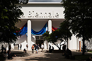 Venezia - 57 Biennale di Arti Visive. Palazzo delle Esposizioni. Misure di sicurezza. Polizia.