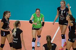 20-02-2016 NED: Coolen Alterno - Eurosped TVT, Almere<br /> Eurosped wint met 3-2 van Alterno en speelt morgen de finale / Rosita Blomenkamp #1 of Alterno, Linda te Molder #9 of Alterno, Kathy Bonsen #3 of Alterno