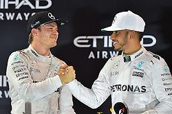 Umarmung, Gratulation  von Weltmeister Nico Rosberg (GER#6), Mercedes AMG Petronas Formula One Team undSieger und Vizeweltmeister Lewis Hamilton (GB#44), Mercedes AMG Petronas Formula One Team beim Rennen im Rahmen des Grand Prix von Abu Dhabi auf dem Yas Marina Circuit / 271116<br /> <br /> ***Abu Dhabi Formula One Grand Prix on November 27th, 2016 in Abu Dhabi, United Arab Emirates - Race Day ***