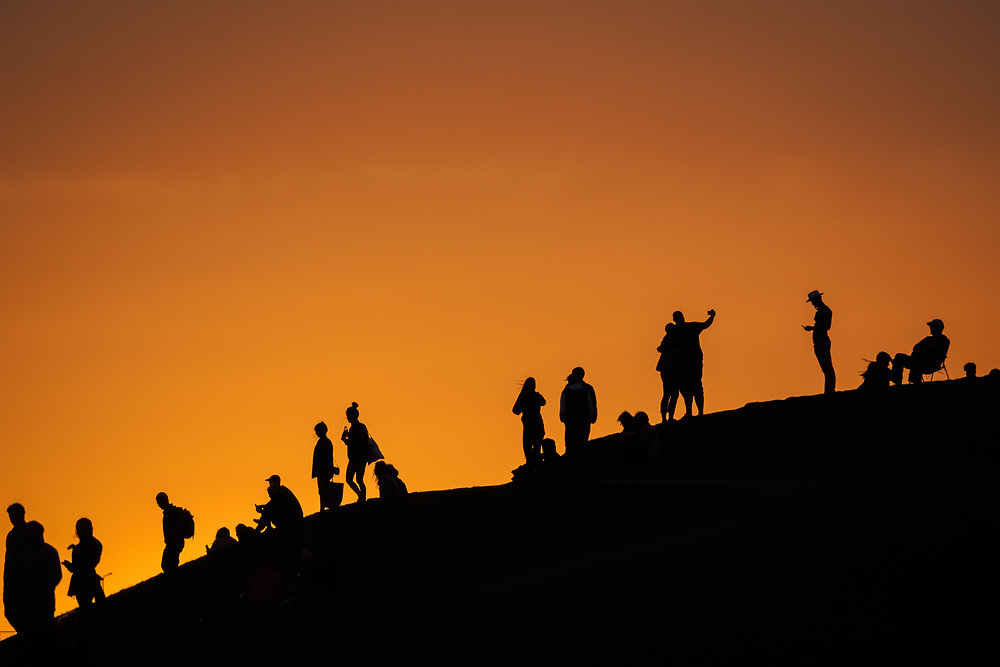 United States, Washington, Seattle, people on hill at Gas Works Park at sunset