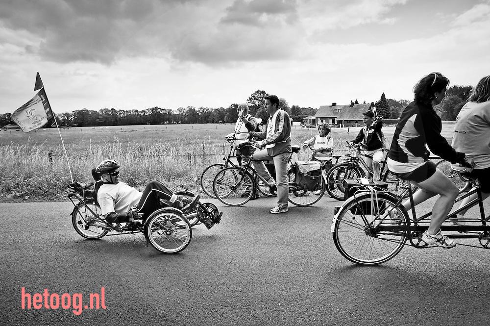 hetOOG waar: Hasseltweg Haaksbergen Wat: fietsen naar Reumacongres in Kopenhagen Wanneer: 8 juni 2009 13:31