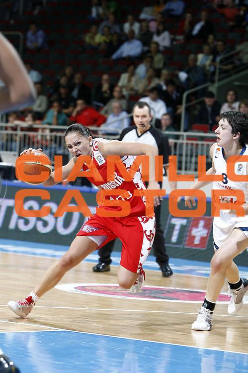 DESCRIZIONE : Riga Latvia Lettonia Eurobasket Women 2009 Qualifying Round Francia Russia France Russia<br /> GIOCATORE : Marina Karpunina<br /> SQUADRA : Russia<br /> EVENTO : Eurobasket Women 2009 Campionati Europei Donne 2009 <br /> GARA : Francia Russia France Russia<br /> DATA : 16/06/2009 <br /> CATEGORIA : palleggio<br /> SPORT : Pallacanestro <br /> AUTORE : Agenzia Ciamillo-Castoria/E.Castoria<br /> Galleria : Eurobasket Women 2009 <br /> Fotonotizia : Riga Latvia Lettonia Eurobasket Women 2009 Qualifying Round Francia Russia France Russia<br /> Predefinita :