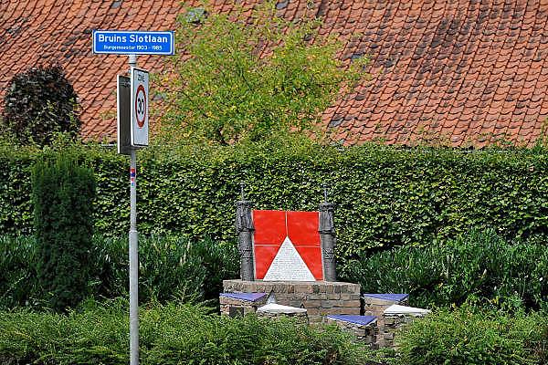 Nederland, Nijkerk, 20-8-2012Het herdenkingsmonument op de Bruins Slotlaan ter nagedachtenis aan de vele joden die hier weggevoerd zijn door de duitsers tijdens de bezetting in de tweede wereldoolog. Stolpersteine, die de deportatie van de joden uit deze plaats moeten gedenken.Foto: Flip Franssen/Hollandse Hoogte