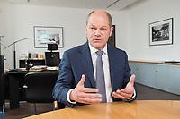 25 JUN 2018, BERLIN/GERMANY:<br /> Olaf Scholz, SPD, Bundesfinanzminister, waehrend einem Interview, in seinem Buero, Bundesministerium der Finanzen<br /> IMAGE: 20180625-02-021<br /> KEYWORDS: Büro