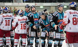 04.04.2018, Keine Sorgen Eisarena, Linz, AUT, EBEL, EHC Liwest Black Wings Linz vs EC Red Bull Salzburg, Halbfinale, 6. Spiel, im Bild v.l. Raphael Herburger (EC Red Bull Salzburg), Ryan Duncan (EC Red Bull Salzburg), Brian Lebler (EHC Liwest Black Wings Linz), Joel Broda (EHC Liwest Black Wings Linz), Jonathan D Aversa (EHC Liwest Black Wings Linz), Kevin Moderer (EHC Liwest Black Wings Linz), Dan DaSilva (EHC Liwest Black Wings Linz) beim Shake Hands // during the Erste Bank Icehockey 6th halffinal match between Black Wings Linz and Red Bull Salzburg at the Keine Sorgen Eisarena in Linz, Austria on 2018/04/04. EXPA Pictures © 2018, PhotoCredit: EXPA/ Reinhard Eisenbauer
