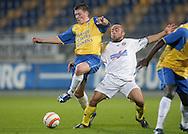 31-10-2007: Voetbal: KNVB Beker RKC Waalwijk - BV Veendam: Waalwijk<br /> Tim Peters, maker van de 1-0, in duel met Angelo Cijntje.<br /> Foto: Dennis Spaan