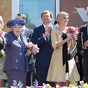 NLD/Veenendaal/20120430 - Koninginnedag 2012 Veenendaal, koninging Beatrix, Willem-Alexander, Maxima, Laurenien Brinkhorst en partner Constantijn