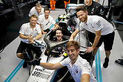 September 16, 2018 - Singapore, Singapore - Motorsports: FIA Formula One World Championship 2018, Grand Prix of Singapore, . British comedian Jimmy Carr in the garage of  Mercedes AMG Petronas Motorsport  (Credit Image: © Hoch Zwei via ZUMA Wire)