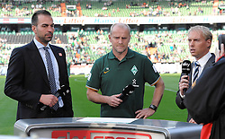 25.09.2011, Weserstadion, Bremen, GER, 1.FBL, Werder Bremen vs Hertha BSC, im Bild Markus Babbel (Trainer Hertha BSC, links), Thomas Schaaf (Trainer Werder Bremen, Mitte) beim TV-Interview..// during the match Werder Bremen vs Hertha BSC on 2011/09/25, Weserstadion, Bremen, Germany..EXPA Pictures © 2011, PhotoCredit: EXPA/ nph/  Frisch       ****** out of GER / CRO  / BEL ******