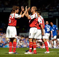 Photo. Jed Wee, Digitalsport<br /> Everton v Arsenal, Barclays Premiership, 15/08/2004.<br /> Arsenal's Francesc Fabregas (L) celebrates with Freddie Ljungberg after their third goal.