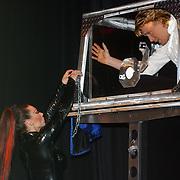 Video overhandiging Hans Klok Eindhoven, optreden met assistente Zarina