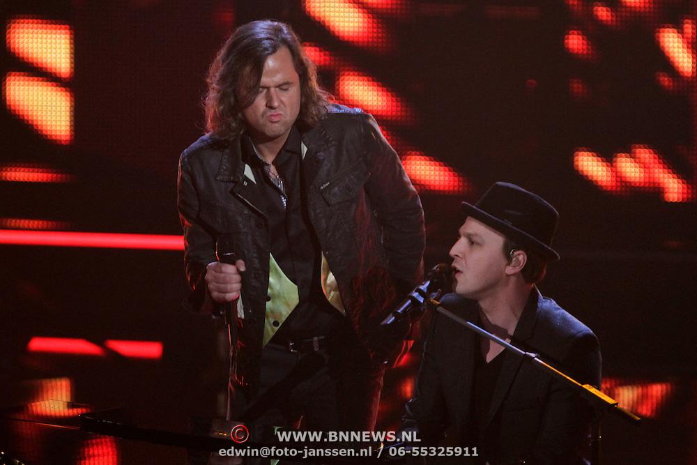 NLD/Hilversum/20120120 - Finale the Voice of Holland 2012, optreden Erwin Nyhoff en Gavin Shane DeGraw