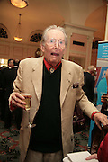 Peter O'Toole, Oldie of the Year Awards. Simpsons-in-the-Strand. London. 13 March 2007.  -DO NOT ARCHIVE-© Copyright Photograph by Dafydd Jones. 248 Clapham Rd. London SW9 0PZ. Tel 0207 820 0771. www.dafjones.com.