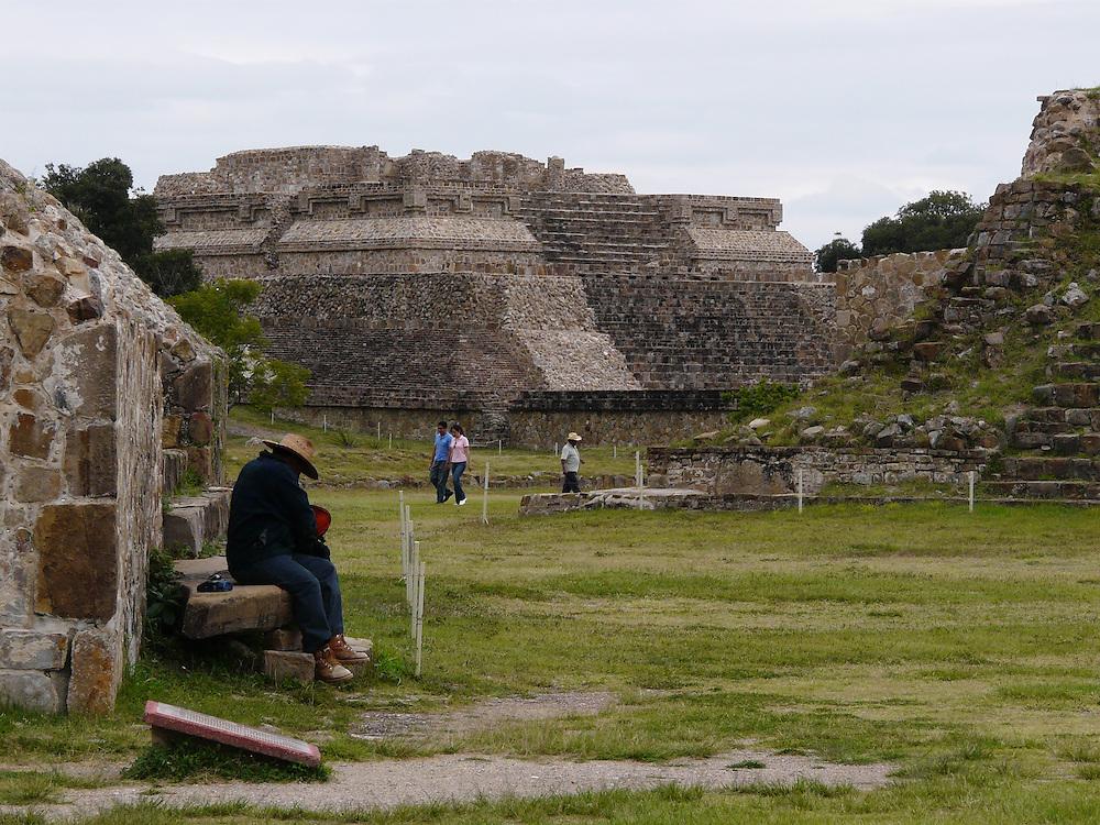 EN&gt; A man takes a rest at the pyramids of Monte Alban, in Oaxaca, Mexico | <br /> SP&gt; Un se&ntilde;or descansa al pi&eacute; de una pir&aacute;mide en Monte Alb&aacute;n, Oaxaca