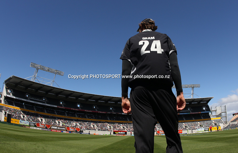 Jacob Oram fields on the boundary during the 3rd ODI, Black Caps v Pakistan, One Day International Cricket. AMI Stadium, Christchurch, New Zealand. Saturday 29  January 2011. Photo: Andrew Cornaga/photosport.co.nz