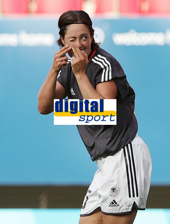 OL 2004 Athen<br /> Foto: Witters/Digitalsport<br /> NORWAY ONLY<br /> <br /> Fotball <br /> <br /> Jubel Renate Lingor Deutschland nach 1:0<br /> <br /> Olympia 2004 Spiel um Platz 3 Frauen Fussball <br /> <br /> Tyskland v Sverige 1-0