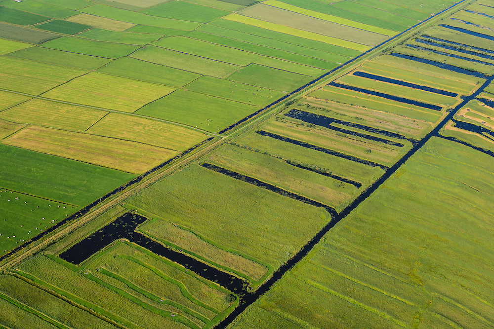 Nederland, Noordoostpolder, Overijssel, 27-08-2013;<br /> Op de grens van oud (rechts) en nieuw land (links) in de polders,  respectievelijk Weerribben en NOP<br /> On the border between old and new country in the polders.<br /> luchtfoto (toeslag op standaard tarieven);<br /> aerial photo (additional fee required);<br /> copyright foto/photo Siebe Swart.