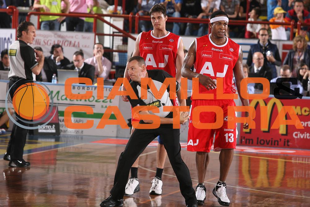 DESCRIZIONE : Porto San Giorgio Lega A1 2007-08 Playoff Quarti di Finale Gara 1 Premiata Montegranaro Armani Jeans Milano <br /> GIOCATORE : Arbitro <br /> SQUADRA : <br /> EVENTO : Campionato Lega A1 2007-2008 <br /> GARA : Premiata Montegranaro Armani Jeans Milano <br /> DATA : 10/05/2008 <br /> CATEGORIA : <br /> SPORT : Pallacanestro <br /> AUTORE : Agenzia Ciamillo-Castoria/G.Ciamillo
