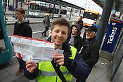 Mannheim. 01.03.17 | BILD- ID 087 |<br /> Innenstadt. Plankenumbau. Auswirkungen auf den Stra&szlig;enbahnverkehr. Am Hauptbahnhof informieren rnv Mitarbeiter &uuml;ber die Plan&auml;nderungen und Streckenverbindungen.<br /> - rnv Mitarbeiter Georg Warsitz<br /> Bild: Markus Prosswitz 01MAR17 / masterpress (Bild ist honorarpflichtig - No Model Release!)