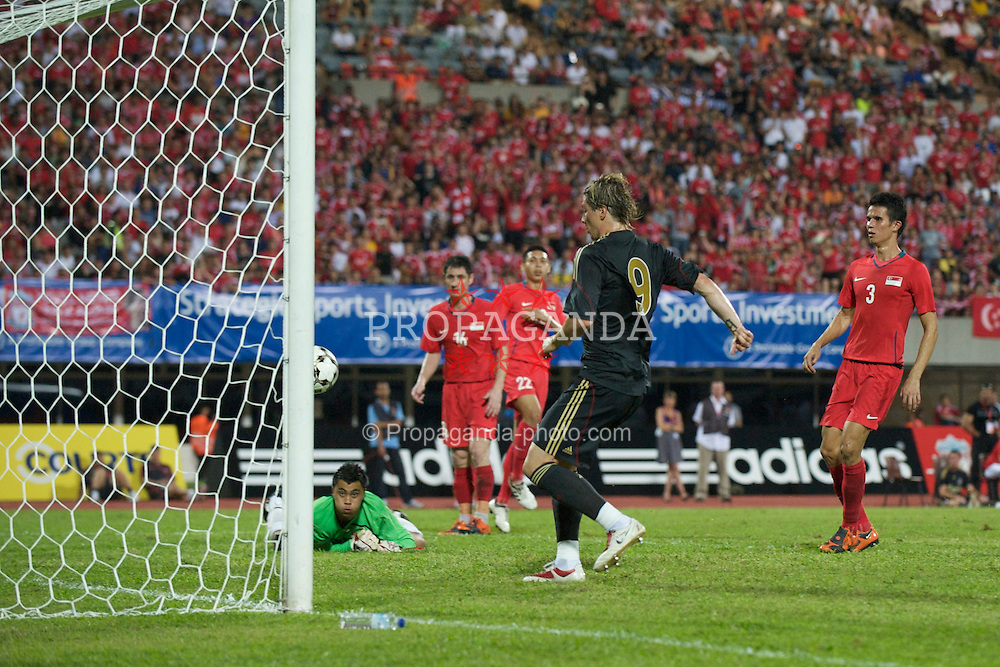 SINGAPORE, SINGAPORE - Sunday, July 26, 2009: Liverpool's Fernando Torres taps in the third goal against Singapore during a preseason friendly at the Singapore National Stadium. (Pic by David Rawcliffe/Propaganda)