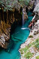 Slovenie, region de Goriska, Bovec, parc national du Triglav, Velika Korita, gorge de la rivière Soca //Slovenia, Goriska region, Bovec, Triglav National Park, Velika Korita, Soca river gorge