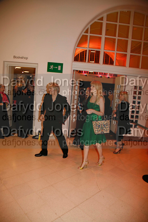 NICK RHODES AND MEREDITH OSTROM, Art Plus Music party. Fundraiser for the Whitechapel. 30 March 2006. ONE TIME USE ONLY - DO NOT ARCHIVE  © Copyright Photograph by Dafydd Jones 66 Stockwell Park Rd. London SW9 0DA Tel 020 7733 0108 www.dafjones.com