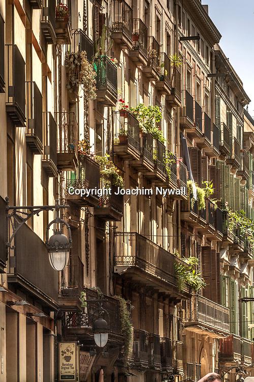 2016 07 05 Barcelona Katalonien Spanien<br /> Husfasader i de gotiska kvarteren<br /> <br /> ----<br /> FOTO : JOACHIM NYWALL KOD 0708840825_1<br /> COPYRIGHT JOACHIM NYWALL<br /> <br /> ***BETALBILD***<br /> Redovisas till <br /> NYWALL MEDIA AB<br /> Strandgatan 30<br /> 461 31 Trollh&auml;ttan<br /> Prislista enl BLF , om inget annat avtalas.