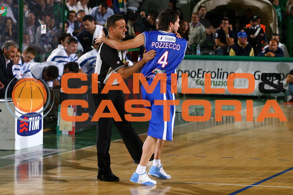 DESCRIZIONE : Avellino Lega A1 2007-08 Playoff Quarti Di Finale Gara 3 Air Avellino Pierrel Capo Orlando <br /> GIOCATORE : Gianmarco Pozzecco Arbitro <br /> SQUADRA : Pierrel Capo Orlando <br /> EVENTO : Campionato Lega A1 2007-2008 <br /> GARA : Air Avellino Pierrel Capo Orlando <br /> DATA : 15/05/2008 <br /> CATEGORIA : <br /> SPORT : Pallacanestro <br /> AUTORE : Agenzia Ciamillo-Castoria/G.Ciamillo