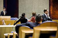 Nederland. Den Haag, 4 februari 2009.<br /> Pechtold loopt weg na een interruptie. Balkenende beantwoordt vragen van Kant en Halsema.<br /> Debat over Irak in de Tweede Kamer. De Tweede Kamer debatteert over het plan van premier Jan Peter Balkenende om een onderzoekscommissie in te stellen naar de besluitvorming rond Irak in 2003. Balkenende kondigde maandag aan dat hij de jurist Willibrord Davids heeft gevraagd deze commissie te leiden. <br /> Foto Martijn Beekman<br /> NIET VOOR PUBLIKATIE IN LANDELIJKE DAGBLADEN.