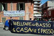 Roma 12  Aprile 2012.Occupazione - Welfare dal  basso la casa il 1° passo.Occupato da studenti e precari un villino abbandonato in Via Vacuna, zona Pietralata