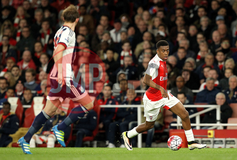 Alex Iwobi of Arsenal runs with the ball - Mandatory by-line: Robbie Stephenson/JMP - 21/04/2016 - FOOTBALL - Emirates Stadium - London, England - Arsenal v West Bromwich Albion - Barclays Premier League