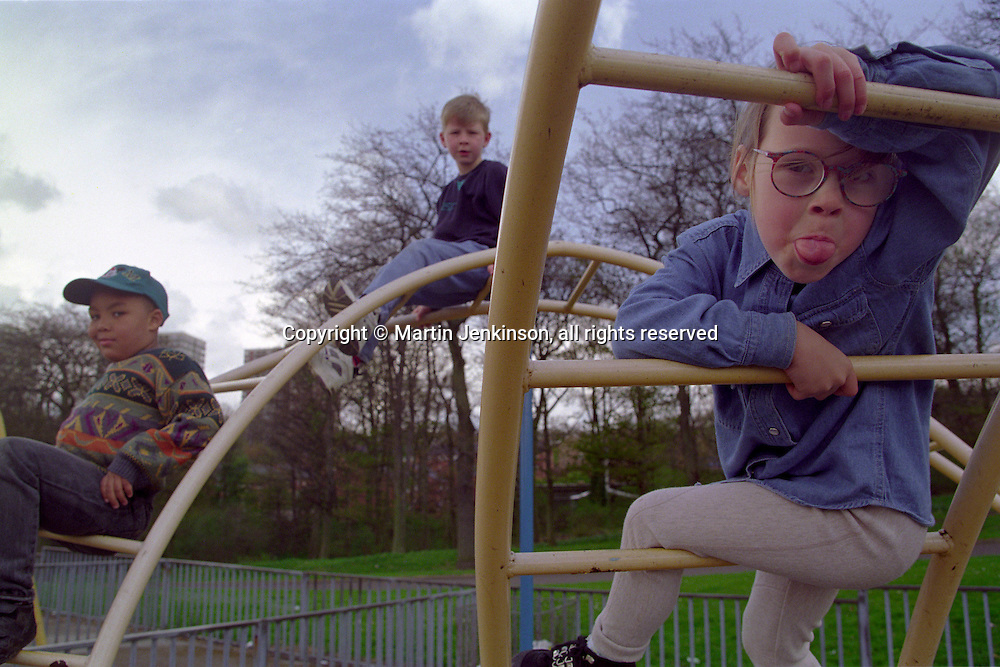 Young children at play on a climbing frame..© Martin Jenkinson, tel 0114 258 6808 mobile 07831 189363 email martin@pressphotos.co.uk. Copyright Designs & Patents Act 1988, moral rights asserted credit required. No part of this photo to be stored, reproduced, manipulated or transmitted to third parties by any means without prior written permission