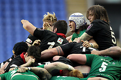 The London Irish and Edinburgh packs maul - Photo mandatory by-line: Robbie Stephenson/JMP - Mobile: 07966 386802 - 05/04/2015 - SPORT - Rugby - Reading - Madejski Stadium - London Irish v Edinburgh Rugby - European Rugby Challenge Cup