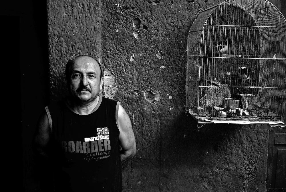 APUNTES SOBRE MI VIDA: LA PASTORA I - 2009/10<br /> Photography by Aaron Sosa<br /> Jose, esposo de Irma Montilla.<br /> La Pastora, Caracas - Venezuela 2009<br /> (Copyright © Aaron Sosa)