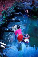 Nepal - Vallée de Kathmandu - Ville de Patan - Fontaine public