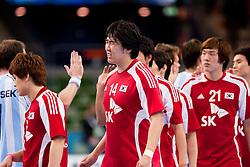 14.01.2011, Scandinavium, Göteborg, SWE, IHF Handball Weltmeisterschaft 2011, Herren, Argentinien vs Korea, im Bild, // efter slutsignalen players disappointed after the game .     depp besviken besvikelse ledsen deppig nedstämd uppgiven disappointed // during the IHF 2011 World Men's Handball Championship match Argentinia vs Korea at Scandinavium in Gothenburg. EXPA Pictures © 2011, PhotoCredit: EXPA/ Skycam/ Per Friske ++++++ ATTENTION - OUT OF SWEDEN/SWE +++++
