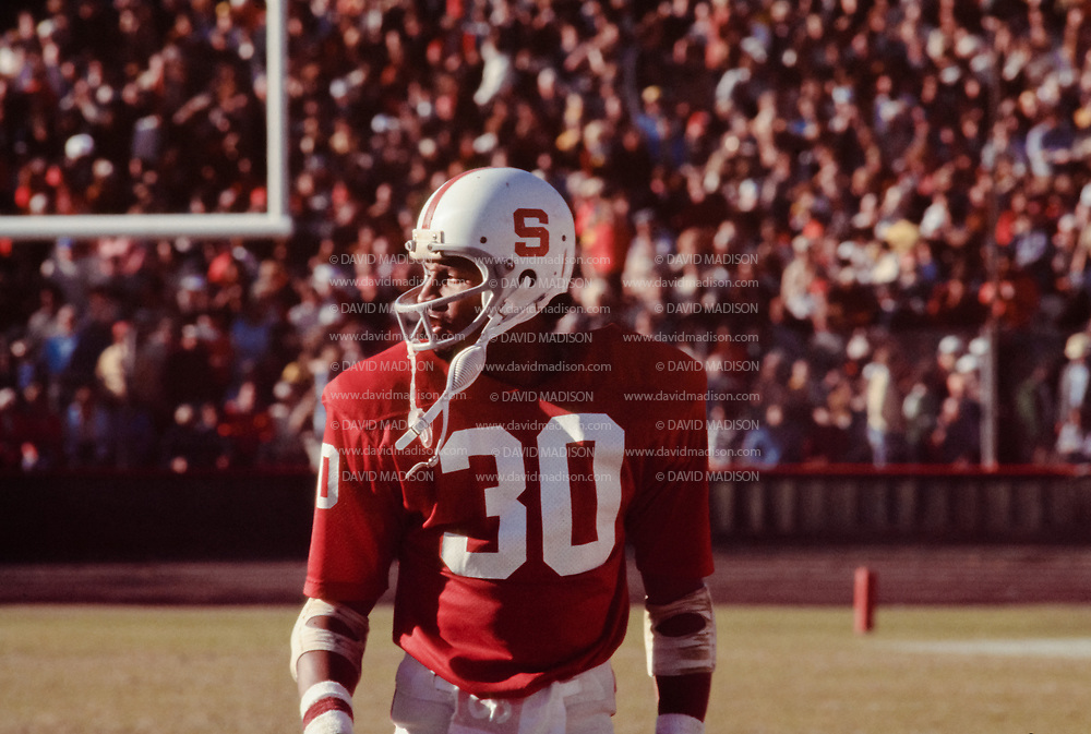 PALO ALTO, CA -  NOVEMBER 19:  Wide receiver James Lofton #30 of Stanford University leaves the field during a PAC-8 NCAA football game against the University of California at Berkeley Golden Bears played on November 19, 1977 at Stanford Stadium on the campus of Stanford University in Palo Alto, California.  Lofton later played in the NFL and is a member of the Pro Football Hall of Fame. (Photo by David Madison/Getty Images) *** Local Caption *** James Lofton