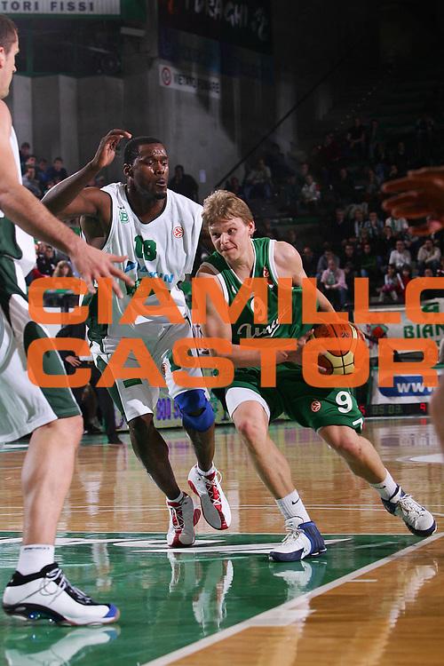 DESCRIZIONE : Treviso Eurolega 2005-06 Benetton Treviso Union Olimpia Lubiana <br /> GIOCATORE : Rannikko <br /> SQUADRA : Union Olimpia Lubiana <br /> EVENTO : Eurolega 2005-2006 <br /> GARA : Benetton Treviso Union Olimpia Lubiana <br /> DATA : 15/12/2005 <br /> CATEGORIA : Penetrazione <br /> SPORT : Pallacanestro <br /> AUTORE : Agenzia Ciamillo-Castoria/S.Silvestri <br /> Galleria : Eurolega 2005-2006 <br /> Fotonotizia : Treviso Eurolega 2005-2006 Benetton Treviso Union Olimpia Lubiana <br /> Predefinita :