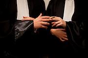 """A gauche: 26 ans - Avocat en Droit des Affaires...A beaucoup consomme de cannabis entre 14 et 16 ans. """"Maintenant je fume en soiree pour le cote sociable et festif, je n'achete pas mais je ne refuse pas le joint quand il passe"""".. .Favorable a la depenalisation mais contre la legalisation car """"l'exemple de la Hollande est loin d'etre convainquant  et ca vehiculerait une mauvaise image du pays""""..A droite: 26 ans - Avocate en Droit Social.Fume du cannabis depuis l'age de 15 ans tous les soirs (un a deux joints) car """"c'est un plus, un bonus, un plaisir, ca me fait du bien""""..Favorable a la depenalisation mais contre la legalisation qui """"ouvrirait trop de portes aux jeunes mais il faudrait pouvoir consommer librement""""."""