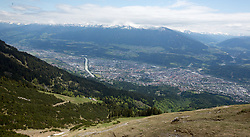 THEMENBILD - durch die Region in und um Innsbruck führen zahlreiche Wanderwege und -routen für alle Zielgruppen. Vom Familienwanderweg bis zu hochalpinen Touren ist für alle Naturbegeisterten etwas dabei. Im Bild Blick auf die Stadt // The region in and around Innsbruck lead numerous hiking trails and routes for all target groups. From the family hiking trail to high alpine tours, there is something for all nature enthusiasts. Innsbruck, Austria on2017/05/21. EXPA Pictures © 2017, PhotoCredit: EXPA/ Jakob Gruber