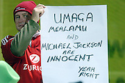 A LIONS FAN PROTESTS AT ALL BLACK CAPTAIN TANA UMAGA GOING UNPUNISHED FOR BRIAN O'DRISCOLL'C INJURY IN LAST SATURDAY'S FIRST TEST.MANAWATU V BRITISH & IRISH LIONS, FMG STADIUM, PALMERSTON NORTH, NEW ZEALAND TUESDAY 28TH MAY 2005.