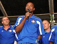 23-08-2008 VOETBAL:WILLEM II:OPENDAG:TILBURG<br /> Ibrahim Kargbo spreekt het publiek vertrouwen toe voor het nieuwe seizoen<br /> Foto: Geert van Erven