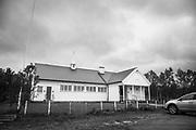 Indre Billefjord bedehuskapell er en langkirke fra 1951 i Indre Billefjord, Porsanger kommune, Finnmark fylke. <br /> Byggverket er i tre og har 250 plasser. Ligger ved E6. <br /> I 1935 ble det første bedehuset i Indre Billefjord, reist på initiativ fra kvinneforeningen i Billefjord og Norges Samemisjon. Det nye huset fikk navnet Seierstad bedehus, men i 1944 ble det brent av tyskerne. Bokhylla.no: Arkitekt: Knut P. Bugge. Eies av Norges Samemisjon. Indre Billefjord (nordsamisk: Billávuotna, finsk: Pillavuono) er en bygd i Porsanger kommune i Finnmark. Bygda har ca. 256 innbyggere pr 2011 (SSB). Stedet ligger ved Indre Billefjord, en fjordarm av Porsangerfjorden, og rundt 30 kilometer fra kommunesenteret Lakselv. <br /> Billefjord sjøsamiske oppvekstsenter ligger i Indre Billefjord, og er en grunnskole med 1. – 10. klasse.