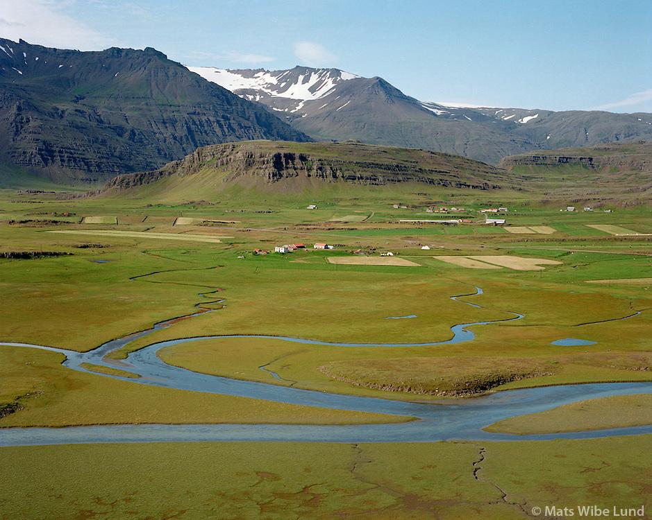 Vagnssta&eth;ir, s&eacute;&eth; til nor&eth;urs, Borgarhafnarhreppur  /   <br /> Vagnsstadir viewing north, Borgarhadfnarhreppur. - -  New name of the county:  Sveitarf&eacute;lagi&eth; Hornafj&ouml;r&eth;ur /  Sveitarfelagid Hornafjordur.