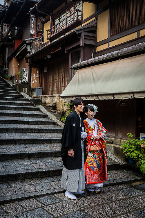 The traditional stairs of Ninnenzaka are often used as a backdrop for wedding photos.