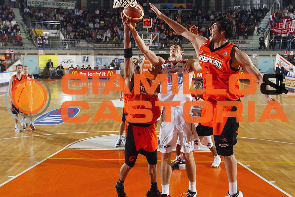 DESCRIZIONE : Udine Lega A1 2006-07 Snaidero Udine Bipop Carire Reggio Emilia <br /> GIOCATORE : Ortner <br /> SQUADRA : Bipop Carire Reggio Emilia <br /> EVENTO : Campionato Lega A1 2006-2007 <br /> GARA : Snaidero Udine Bipop Carire Reggio Emilia <br /> DATA : 26/11/2006 <br /> CATEGORIA : Tiro <br /> SPORT : Pallacanestro <br /> AUTORE : Agenzia Ciamillo-Castoria/S.Silvestri <br /> Galleria : Lega Basket A1 2006-2007 <br /> Fotonotizia : Udine Campionato Italiano Lega A1 2006-2007 Snaidero Udine Bipop Carire Reggio Emilia <br /> Predefinita :