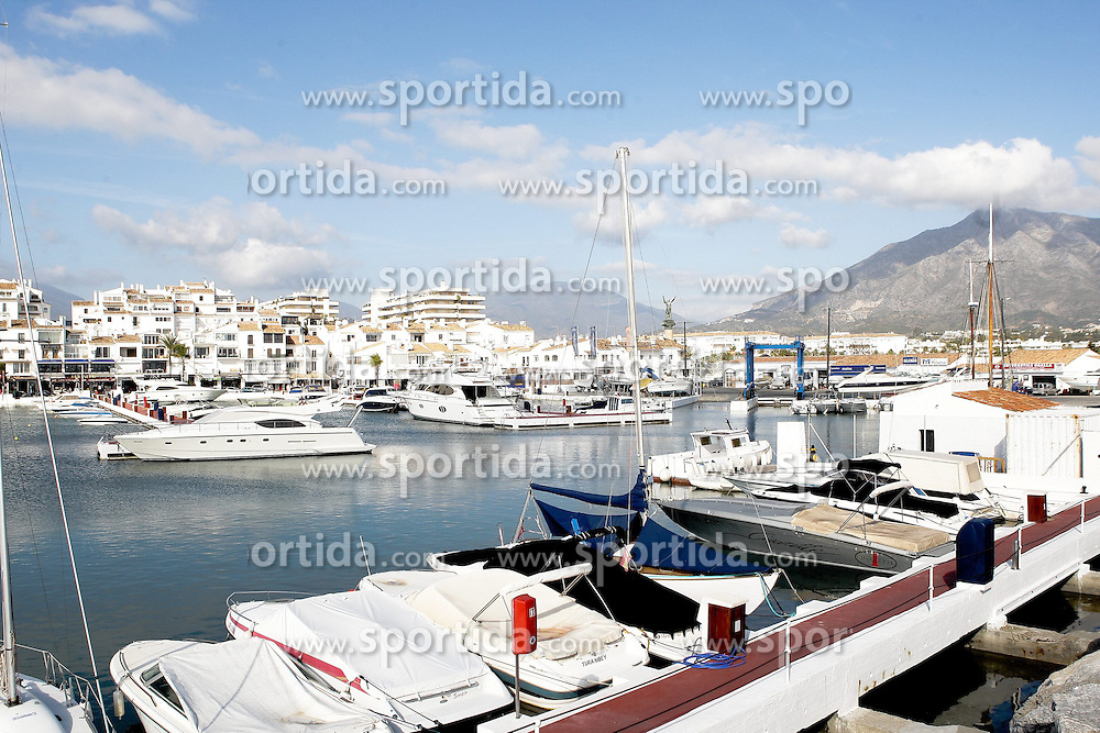08.01.2012, Puerto Banus, Andalusien, ESP, Puerto Banus, im Bild Yachthafen von Puerto Banus, Andalusien, Spanien. EXPA Pictures © 2012, PhotoCredit: EXPA/ Eibner Pressefoto/ Latendorf..ATTENTION - GERMANY OUT! *****